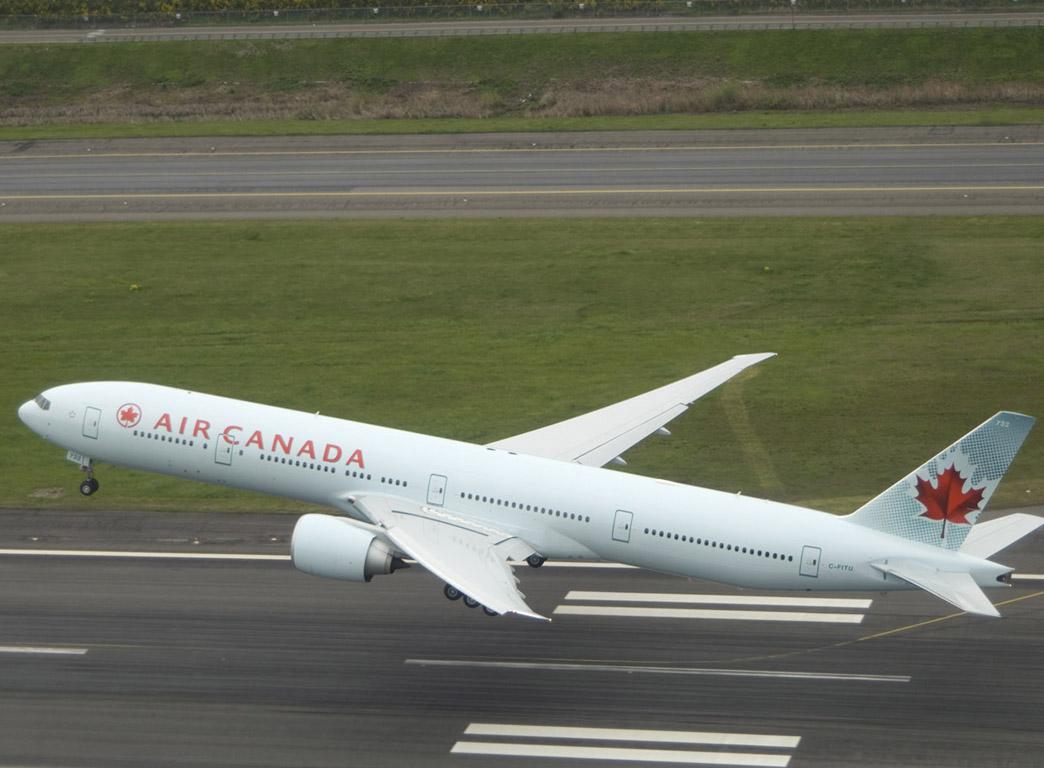 B777-300 take-off